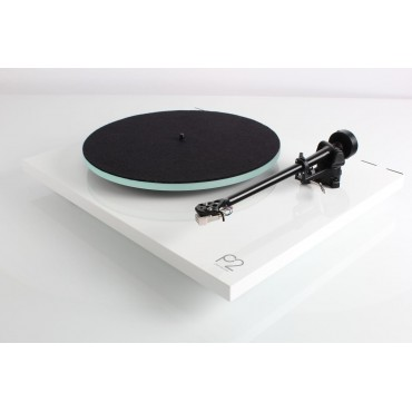 REGA Planar 2 Capsule Carbon Made In UK White